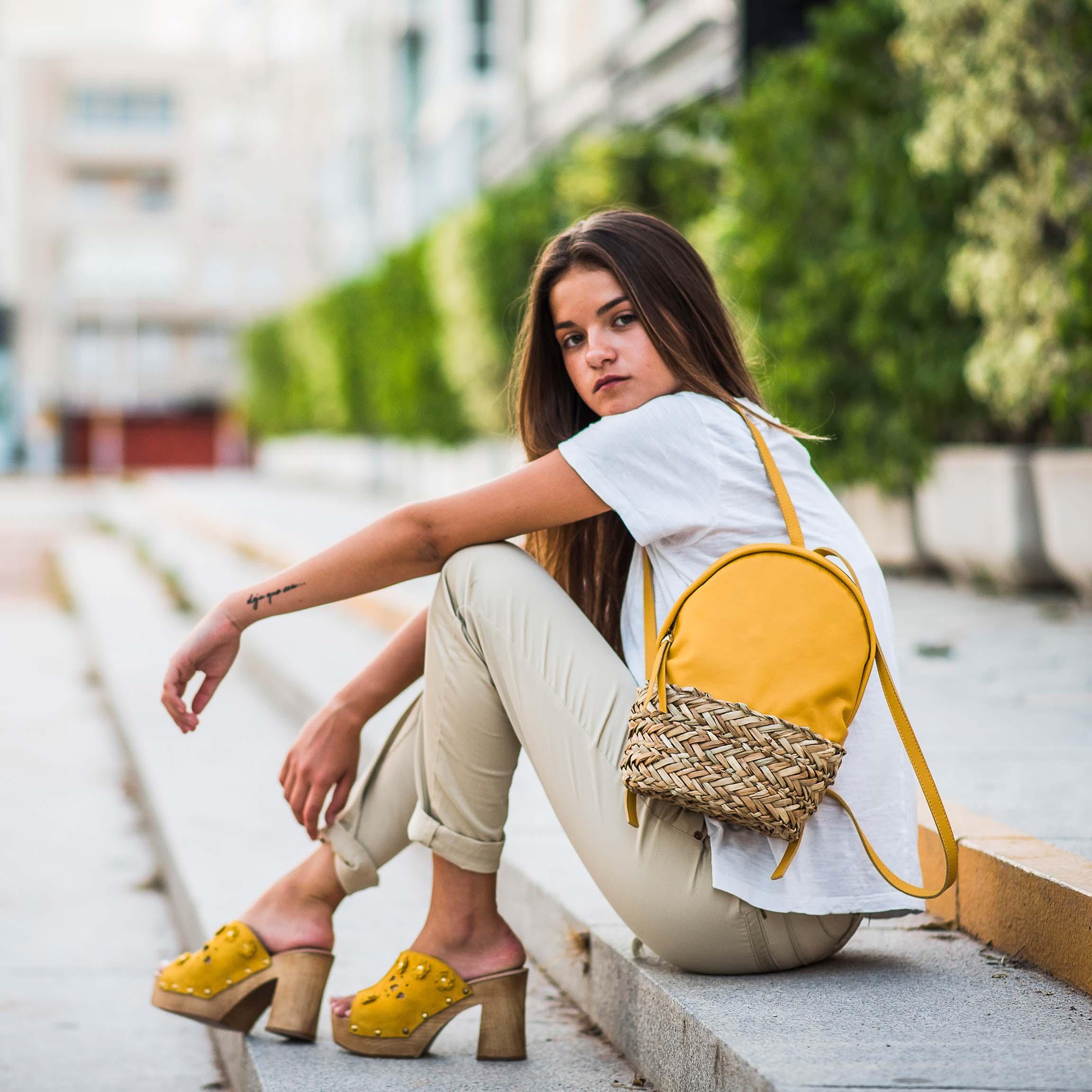 mini mochila Dasha en amarillo