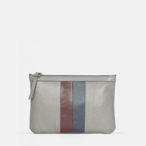 Bolso cartera de tamaño grande. Astrid es un bolso gris de piel con una tira bicolor