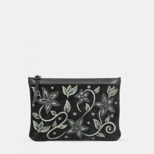 cartera de mano negra con bordados florales